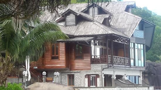 Chez Batista Villas: wooden cabanas