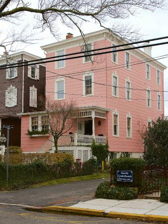 The Virginia Hotel: Pink Cottage