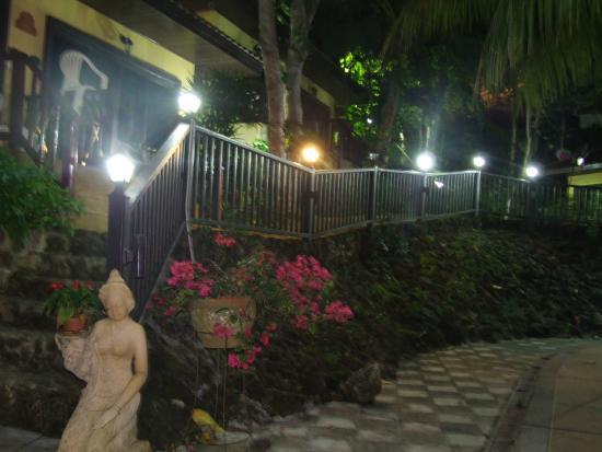 The Hill Resort: Passage towards Room