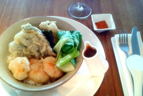 HoJos: Hojo squid and prawn tempura