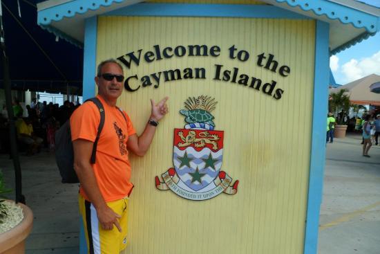 Cayman Islands Department of Tourism: tipica foto de ingreso