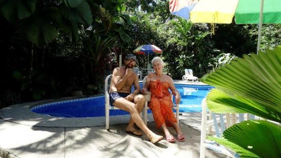 Cabinas Iguana: Am Pool