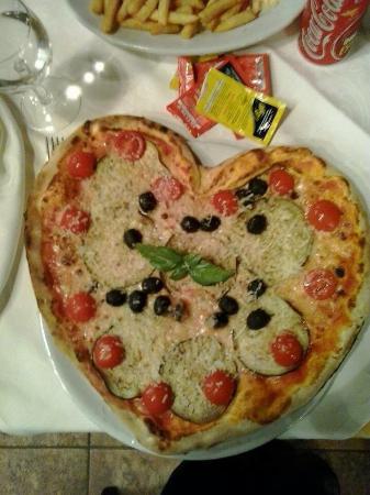 Ristorante-Pizzeria Li Tre Funtani: Pizzaaaa!!