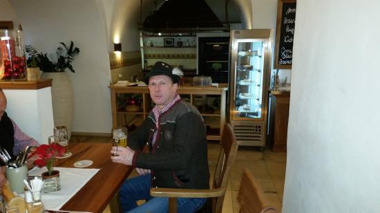 Schloss Brennerei: beim Frühschoppen