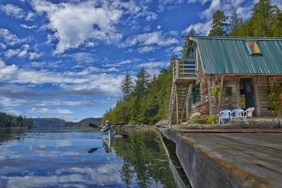 Paddler's Inn: Our Float-house Lodge.