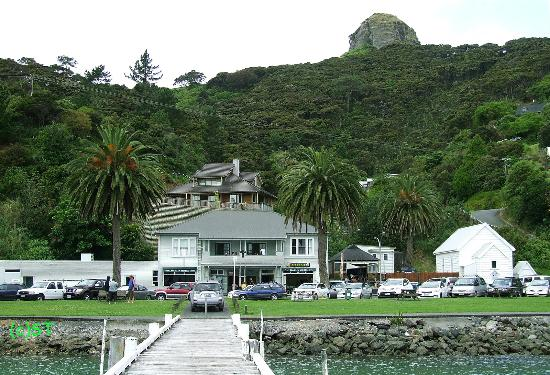 Whangaroa Harbour: Marlin Hotel and St Paul Rock