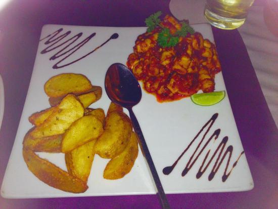 Leda: Calamari and wedges! Yummy