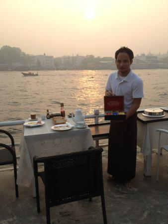 Ibrik Resort by the River: Ba serves breakfast at Ibrik Hotel