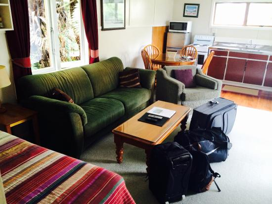 Te Mata Lodge: The lounge area