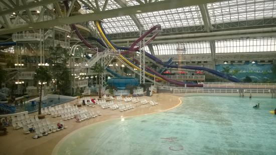 West edmonton mall picture of west edmonton mall for Piscine la vague