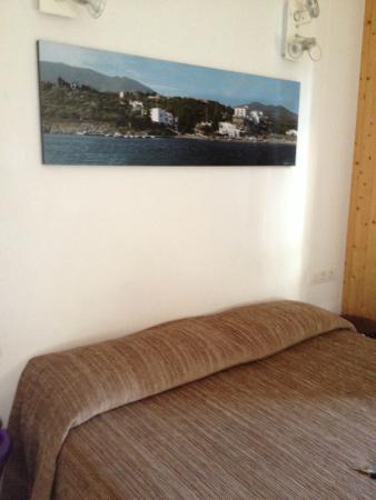 Hostalet Cadaques: chambre