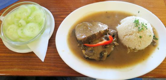 Dolni Dunajovice, République tchèque : pork with sauce and cucumbers