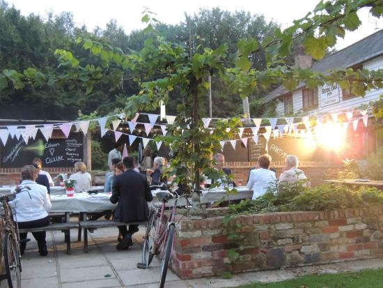 The Oak: Pub and Gardens