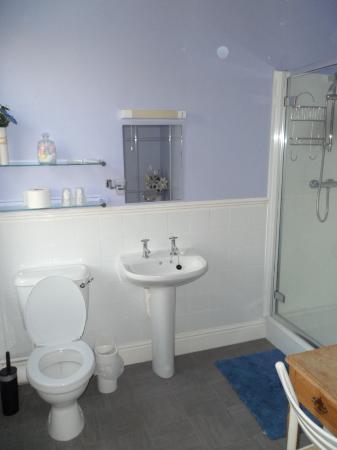 Hill House Guest House: Bathroom