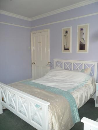 Hill House Guest House: Double bed