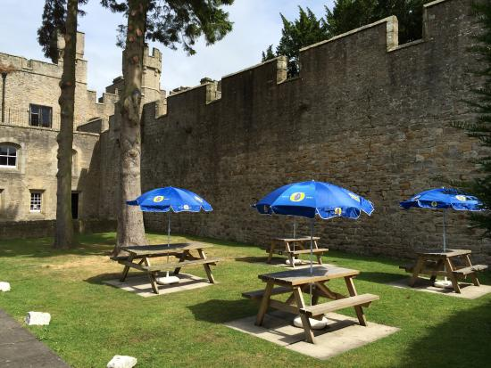 Witton Castle Country Park: Witton Castle beer garden