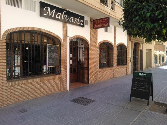 Casa de vinos y pintxos Malvasia: Fachada