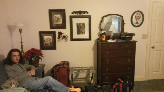Red Bluff Cottage: Rose room 1