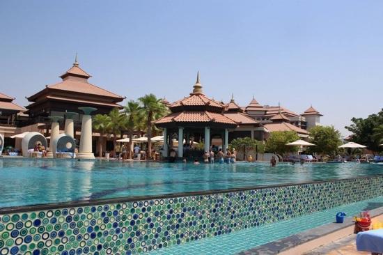 Main pool picture of anantara the palm dubai resort for Pool and spa show dubai