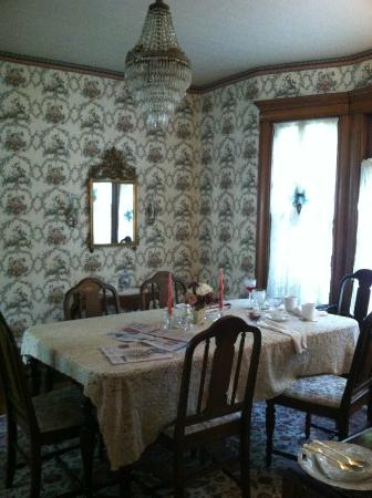 LeBlanc House Bed and Breakfast: dining room