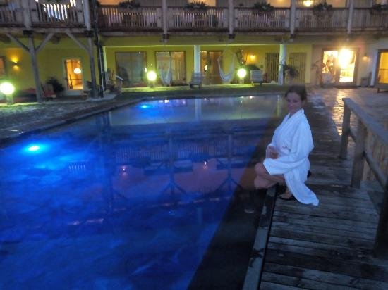 Hotel Bergschlössl: ...la piscina esterna!
