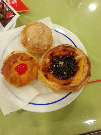 Picasso Cafeteria: Egg tart, coconut tart and a cream puff