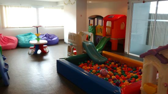 Viva Garden Serviced Residence: Kids play
