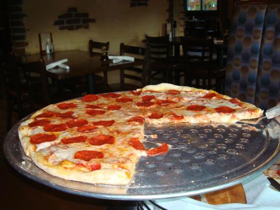 La Bella Italia: Pizza that needed more time in oven