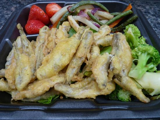 Market Creations Cafe : Smelt and strawberries--one of my typical lunches