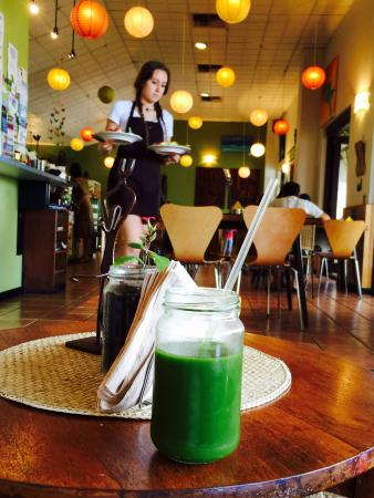 The Urban Coffee House: Mana Green Juice for breakfast