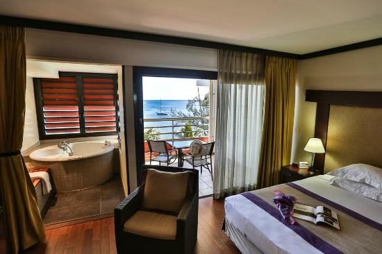 Tahiti Pearl Beach Resort: Ocean View Jacuzzi Room