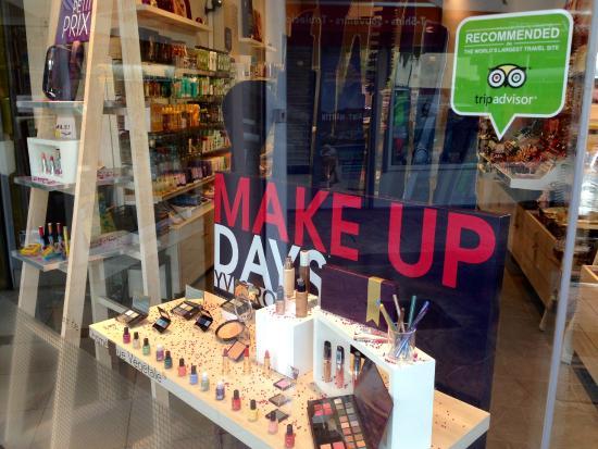 Make Up Days At Yves Rocher Bild Von Yves Rocher Marigot
