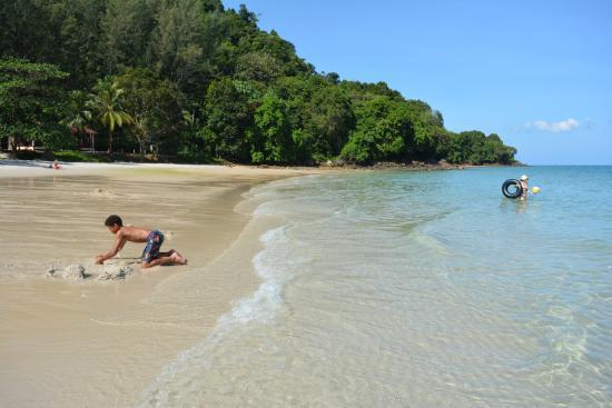 Pasir Tengkorak Beach: Soft powdery sand