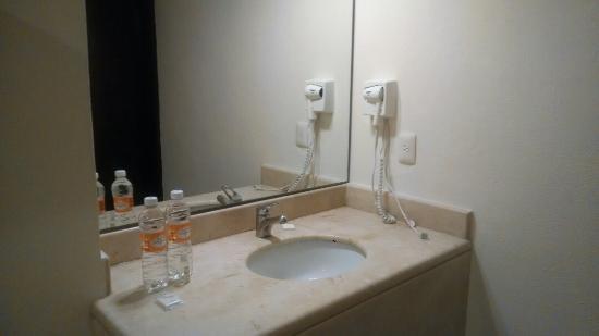 Hotel Bonampak: Lavabo del baño