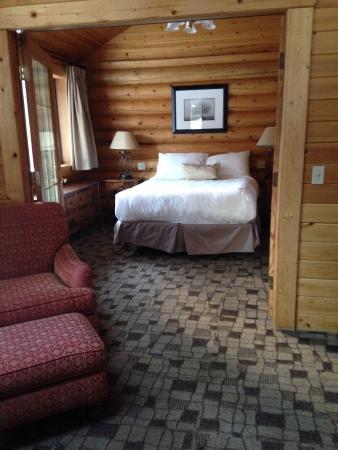 Castle Mountain Chalets: Clean cozy cabin