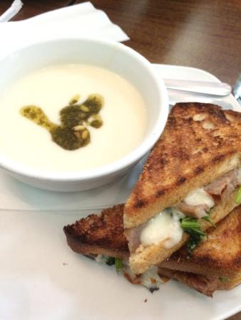 Toast : Cauliflower soup and sausage panini
