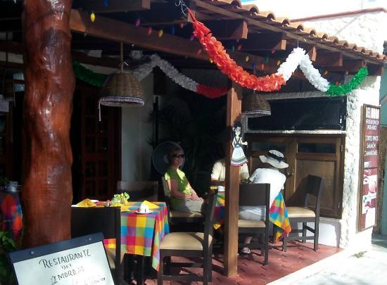 Hotel el Moro: outdoor dining at hotel