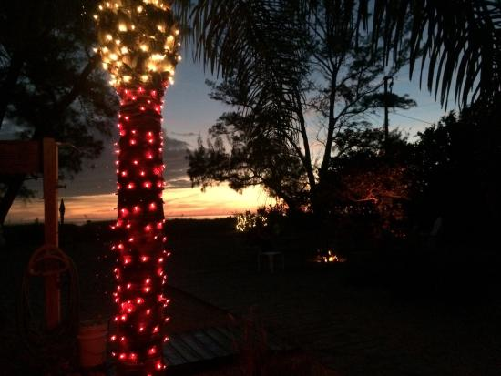 Rolling Waves Cottages: Winter sunset