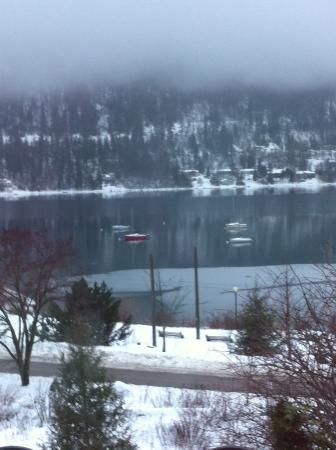 Prestige Inn Nelson: Moored sailboats on Kootenay Lake