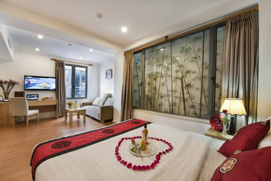 Hanoi Romance Hotel: Suite City view Room