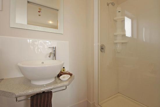 Big Five Motel: Standard studio bathroom