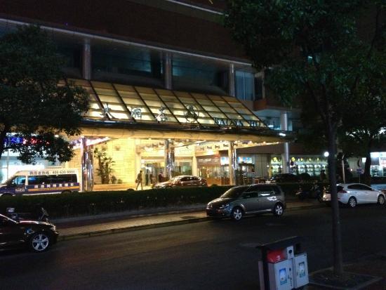 Baoan Hotel: facade