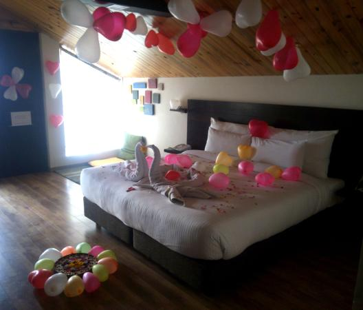 Decoration For Honeymoon Couple Picture Of Woodsmoke Resort And