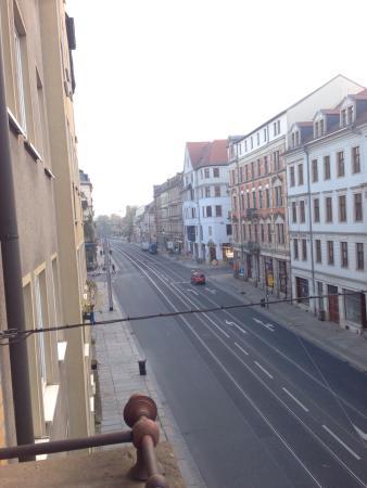 AHA Hotel Dresden: Вид из окна на дорогу, ранее утро