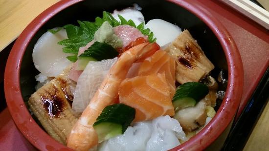 Tobuki Sushichu: Sea set sushi