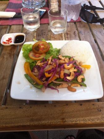 Mondo Restaurant & Lounge: Chicken cashew nut with rice