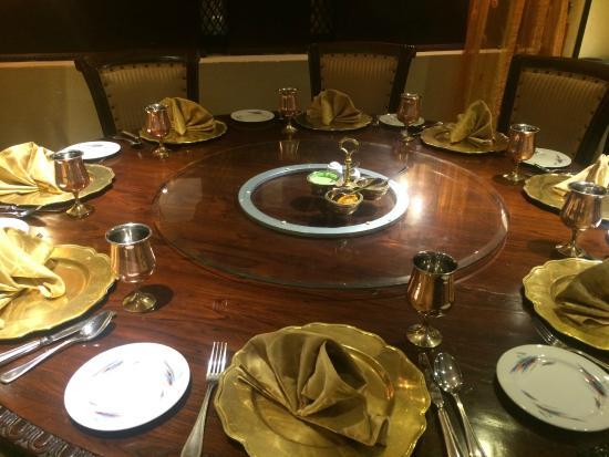 Mumtaz Mahal Indian Speciality Restaurant: Mumtaz Mahal: Lovely place settings