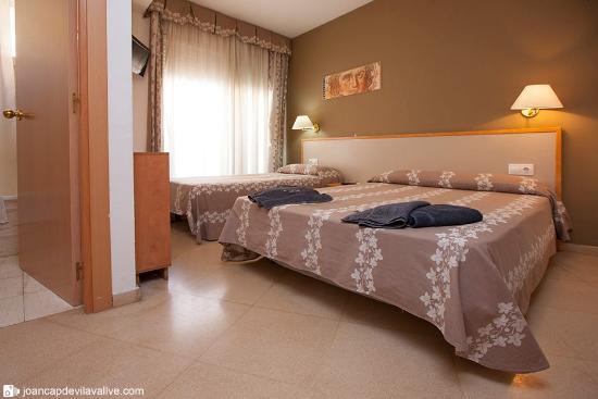 Hotel Cosmos : Habitación