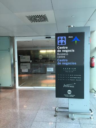 Air Rooms Barcelona Airport by Premium Traveller: Entrance to the Hotel