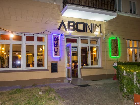 Abonim: Eingang zum Restaurant